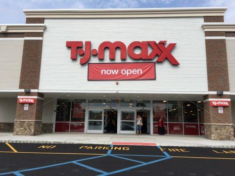 TJ Maxx celebrates Grand Opening in WM