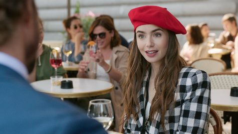 EMILY IN PARIS (L to R) LILY COLLINS as EMILY in episode 103 of EMILY IN PARIS. Cr. COURTESY OF NETFLIX © 2020